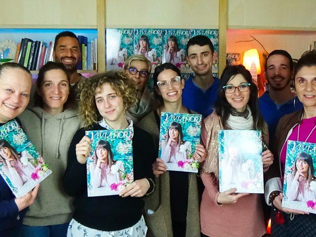 Il Giardino dei Libri distribuisce Vivi A Fiori in edizione cartacea